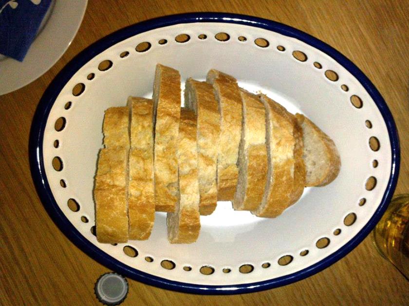 Als Amuse-Gueule gab es die leicht-verdaulichen Ernährungsbonmots Frau Kalekós. Für eine ordentliche Trinkabendbasis sorgte das  Weißbrot.
