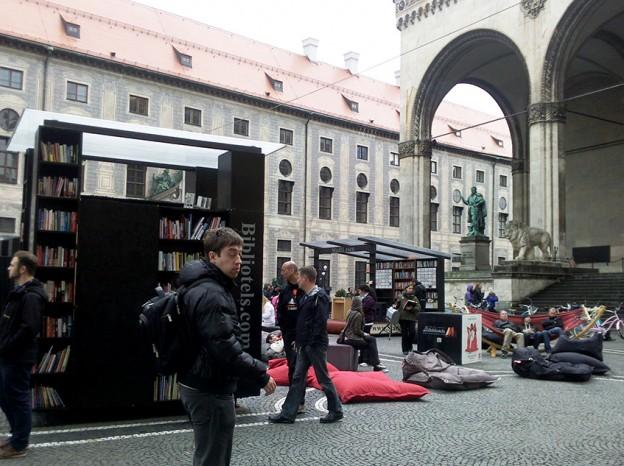 Lesen am Odeonsplatz