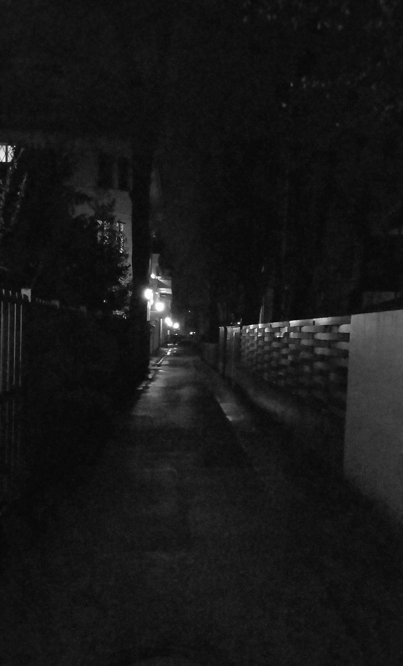 Im Regen. Allein.
